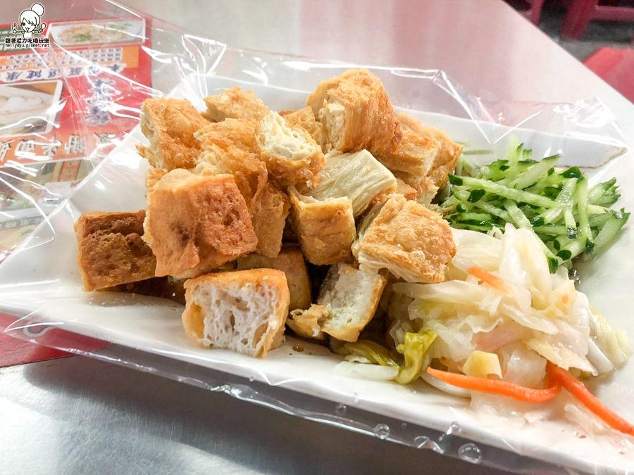 瑞豐夜市必吃石記臭豆腐,綜合拼盤、臭豆腐、炸豆皮之酥脆爽口好吃