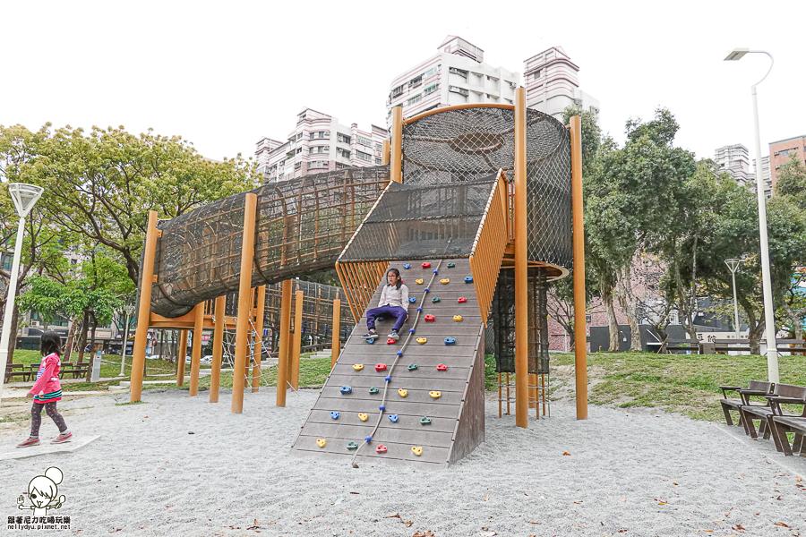 巨大攀岩玩樂、兒童趣味沙池、塗鴉板之北高雄放電去 福山公園(福山藥用植物園)