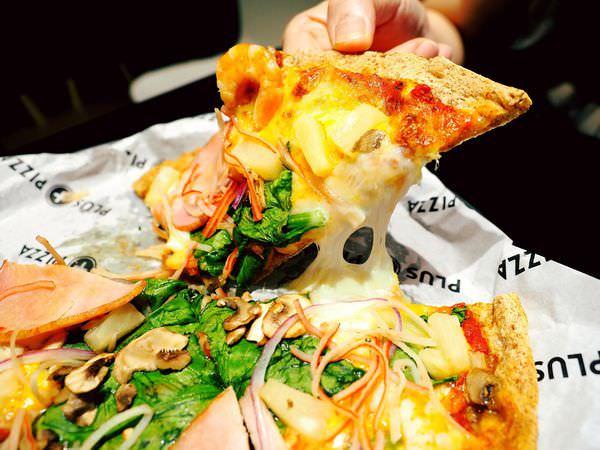 Plus Pizza  自己披薩自己配!不限種類隨你搭,來配個夏威夷海陸總匯吧!燕麥餅皮好吃又健康~梁靜茹開的義式薄皮披薩/台北信義區捷運國父紀念館站(附價目表)