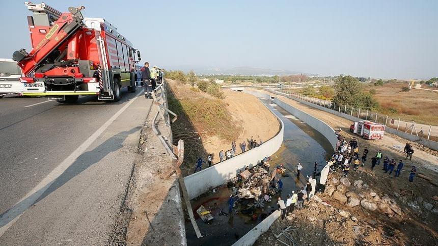 Машина упала в реку. В Турции в аварии погибли 19 человек, в том числе дети
