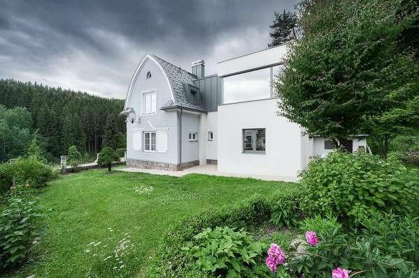 Сельский дом в Чехии получил современное дополнение. ФОТО