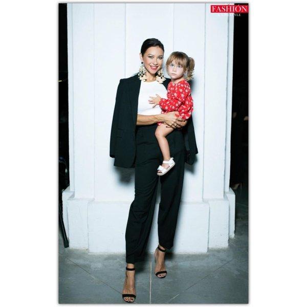 Жена Ступки вместе с дочкой появилась на UFW ФОТО