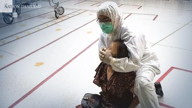 Cảnh sát Thái Lan phải dùng vũ lực để khống chế người phụ nữ Trung Quốc.