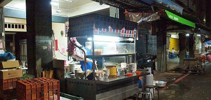 【石牌美食】石牌市場無名麵攤 深夜裡的銅板美食