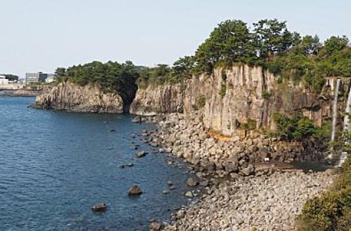 【濟州島】正房瀑布  (정방폭포) Jeongbang Waterfall 亞洲唯一流入海的瀑布