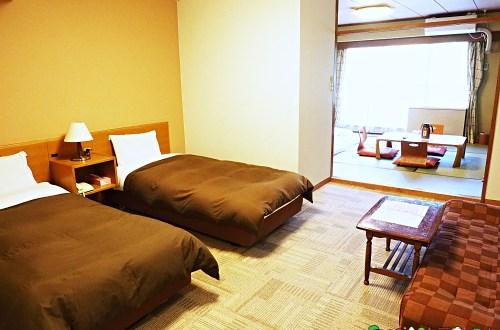 日本、岩手 八幡平朝陽飯店 提供酒精飲料無限暢飲的溫泉飯店