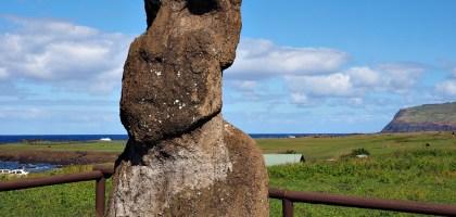 復活節島 Ahu Vaihu.孤獨望向村莊的摩艾