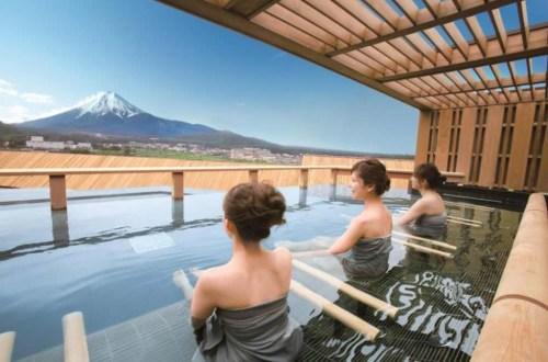 到河口湖看富士山泡溫泉過聖誕節只要一萬元!