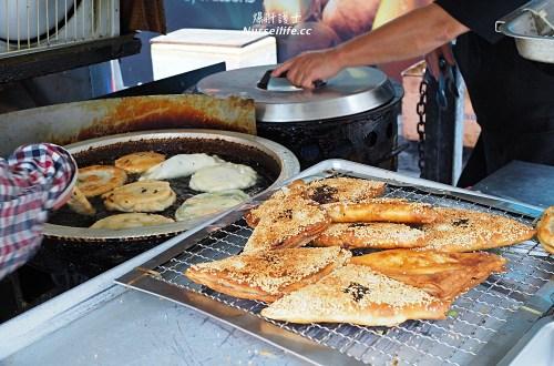 天母下午茶|一開賣就排隊的德東忠義街口蔥油餅(小貨車蔥油餅)