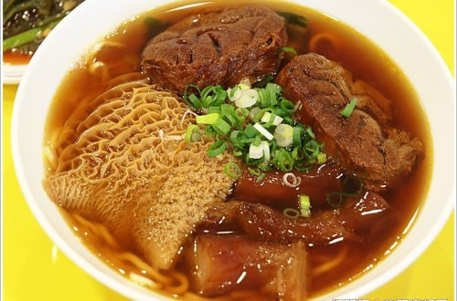 【宜蘭頭城小吃】龍記牛肉麵 牛三寶麵20分鐘就賣完!!