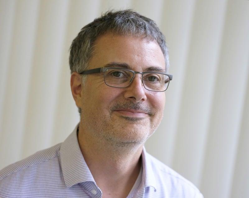 Der Journalist (*1971) war Mitarbeiter der ARD-«Tagesschau» und freier Korrespondent in Afrika. Heute lebt Marc Engelhardt mit seiner Familie in Genf, wo er über die internationalen Organisationen berichtet. Sein Buch «Ich bin dann mal nackt» erscheint am 9. August (Goldmann, 288 S., um Fr. 20.–).