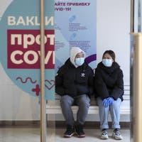 «Wir impfen Sie kostenlos, wann würde es Ihnen passen?» – Putins Aufruf zur Massenimpfung zeigt wenigstens in Moskau Wirkung