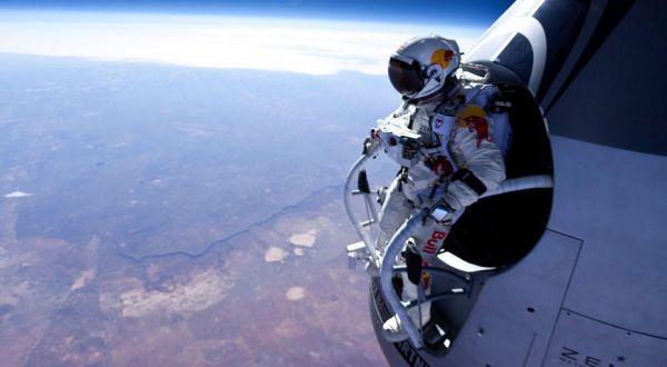 Baumgartner saat melakukan lompatan (Foto: Telegraph)