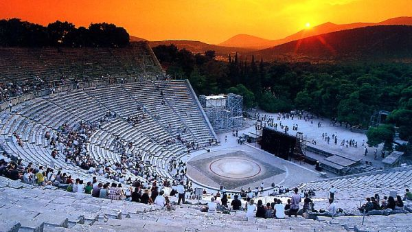 Teater Epidaurus, Yunani (Foto: artactmagazine)