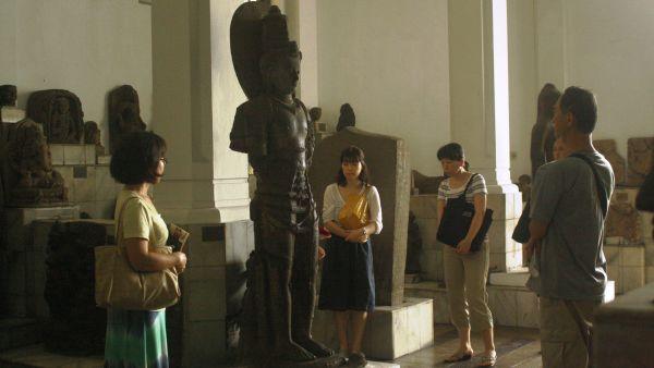 Rombongan turis Jepang di Museum Nasional, Jakarta (Foto: Mutya/Okezone)