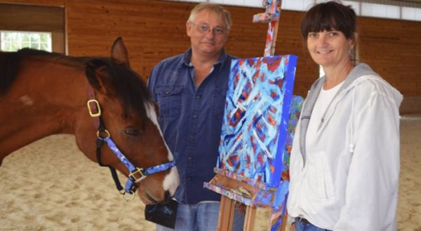 Kuda yang jago melukis (Foto: Metrol)