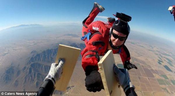 Rekor karate di Udara (Foto: Daily Mail)
