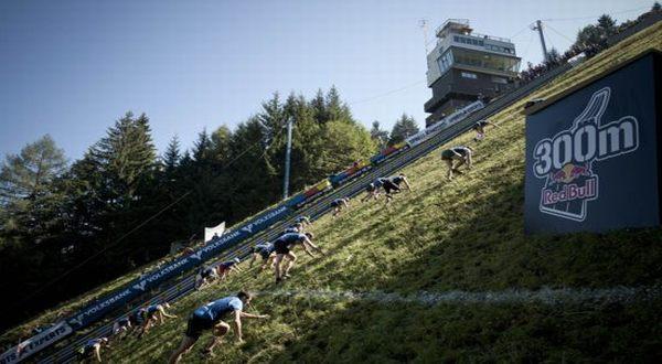 Foto : Kompetisi lari nanjak (Oddity)