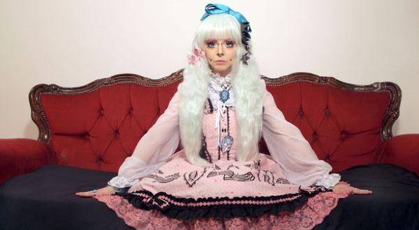 Katie dengan kostumnya (Foto: Mirror)