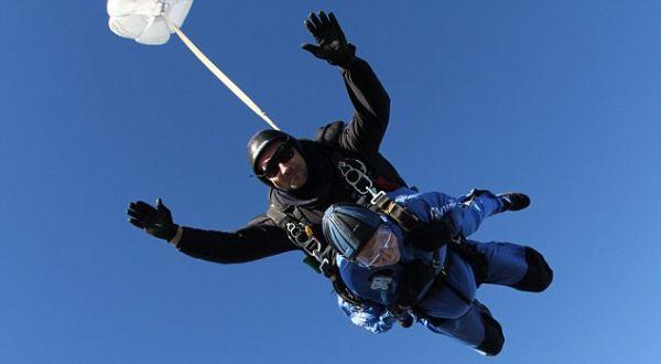Jack yang melompat terjung payung (Foto: Daily Mail)