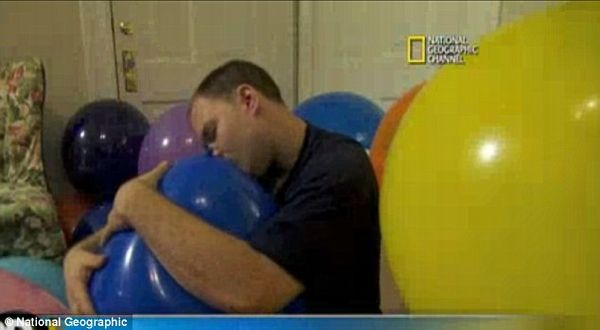 Dave the kissing balloon (Photo: National Geographic)