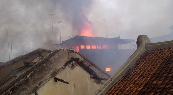 Sejumlah kios di Pasar Bogor terbakar (Foto: Endang G/Sindo TV)