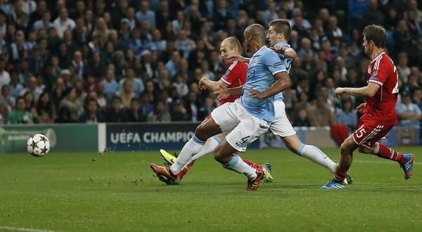 Momen Robben cetak gol ke gawang City. (Foto: Reuters)