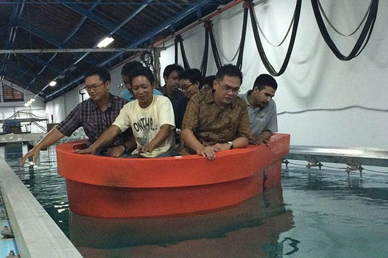 Kapal Penyelamat ITS Terbuat dari Plastik