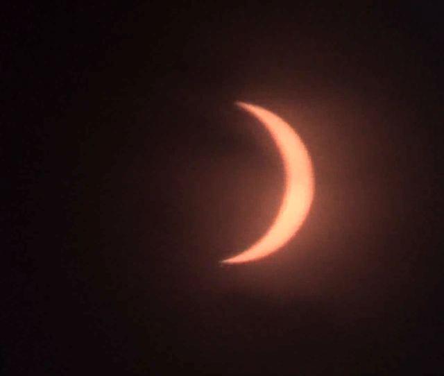 Gerhana Matahari Di Pamekasan Terlihat Seperti Bulan Sabit