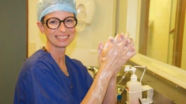 លទ្ធផលរូបភាពសម្រាប់ Kisah Dokter Bedah Kanker Payudara yang Terkena Kanker Payudara