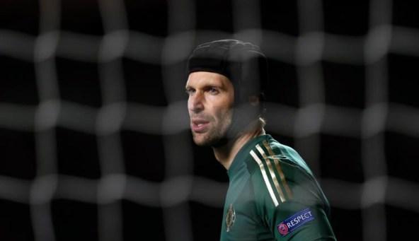 Cech tak habis pikir lihat Chelsea (Foto: AFP)