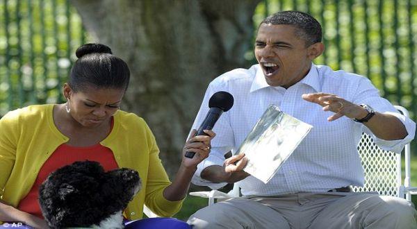 Foto : Obama bersama Michelle dan anjingnya, Bo (AP)