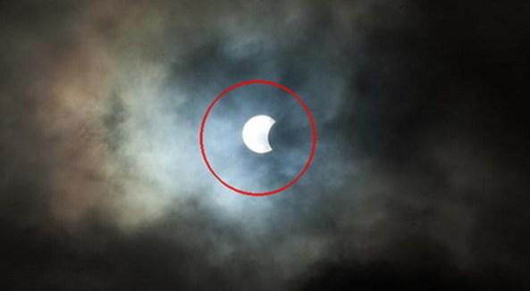 Foto Penampakan Gerhana Matahari'Hibrida' Langka