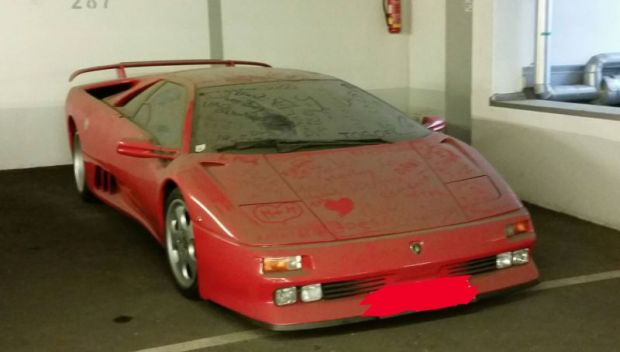 Lamborghini Diablo SE30 ini ditinggalkan oleh sang pemilik (Autoevolution)