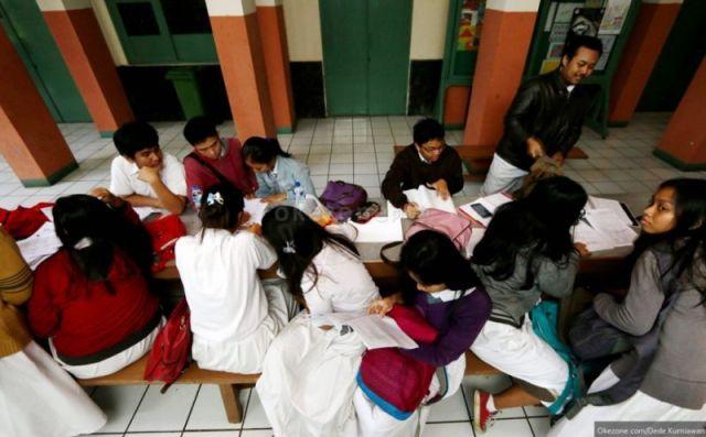 Ilustrasi: Remaja seperti siswa SMA rawan perilaku seks berisiko akibat tidak menerima edukasi seksualitas secara lengkap. (Foto: dok. Okezone)