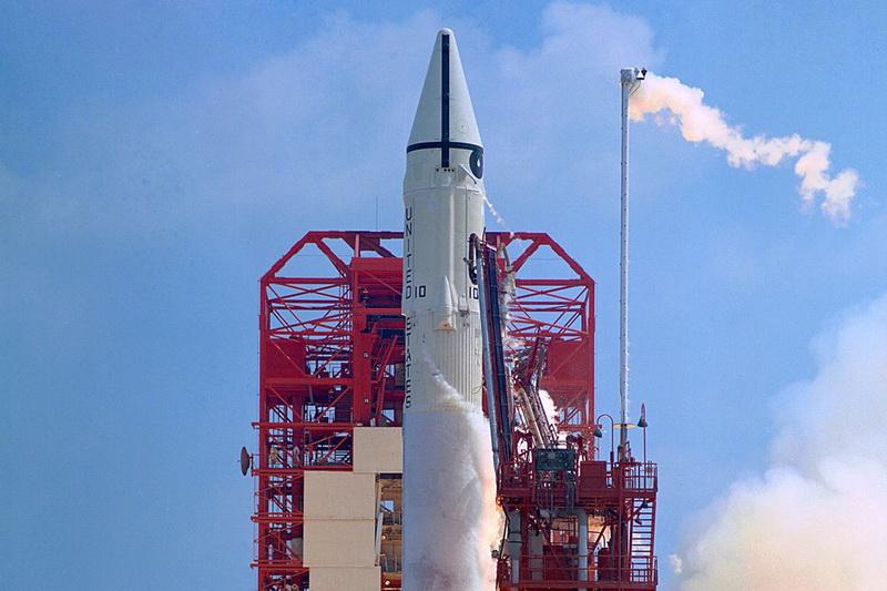 Roket Tua Badan Antariksa NASA Kembali ke Bumi: Oz