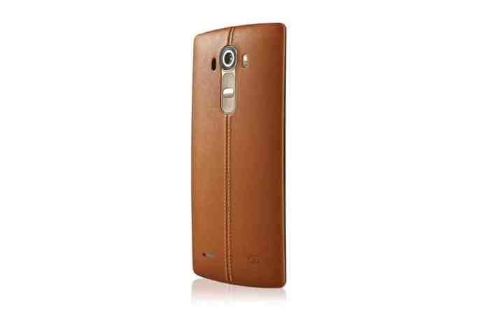 Smartphone LG G4 with leather finish.
