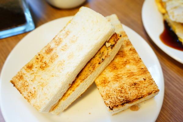 """【台北信義早午餐】真芳碳烤吐司    市政府推薦早午餐""""碳烤吐司""""隱藏版蛋餅"""