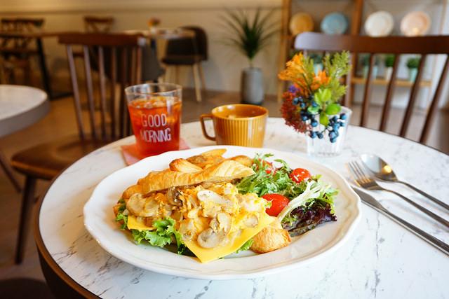 """【新北板橋美食】L'idée Café 樂點咖啡    板橋火車站早午餐""""歐風咖啡館""""提供插座"""