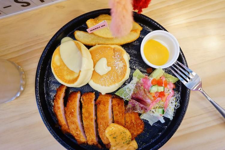 """【新北中和美食】貳Hood cafe    中和早午餐""""舒芙蕾""""乾燥花咖啡館"""