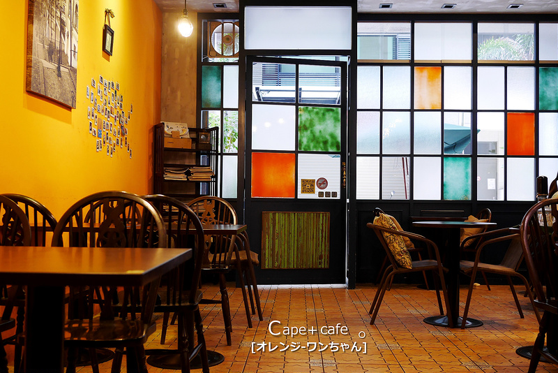 【府城漫步食記】Cape+Cafe 開普咖啡 龍山街│東區:神隱世界帝心大樓英倫咖啡館~走進彩色玻璃窗享受旅行閒逸~岩鹽焦糖拿鐵我喜歡!