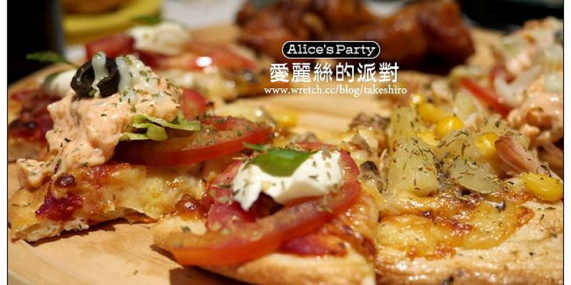 【台中散策食記】愛麗絲的派對:手工披薩、炸物、烤雞無限量歡樂吃到飽的童話餐廳(壽星免費中)