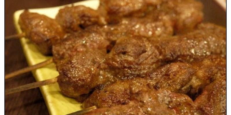 【府城漫步食記】有臭脾氣規定的個性小店~但我的身體還是很老實的愛上香噴噴牛肉串:邊疆風味燒烤