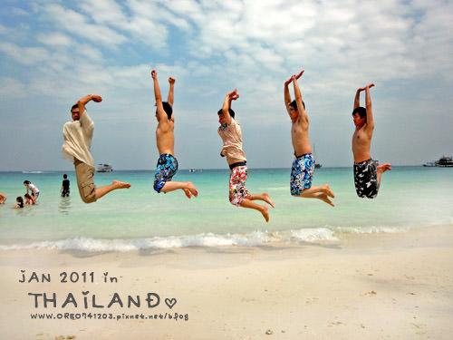[OREO的旅行日記。泰國吃x喝x玩x樂] PATTAYA海灘跳拍 20110120 雲科工管+高大資管+文化會計+台科大營建 感情很好的畢旅