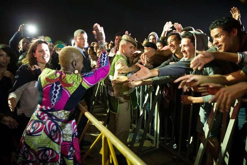 Angélique Kidjo à la rencontre du public.