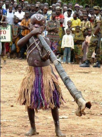 Centrafrique: les trompes des Broto, une tradition musicale menacée -  centrafrique-presse