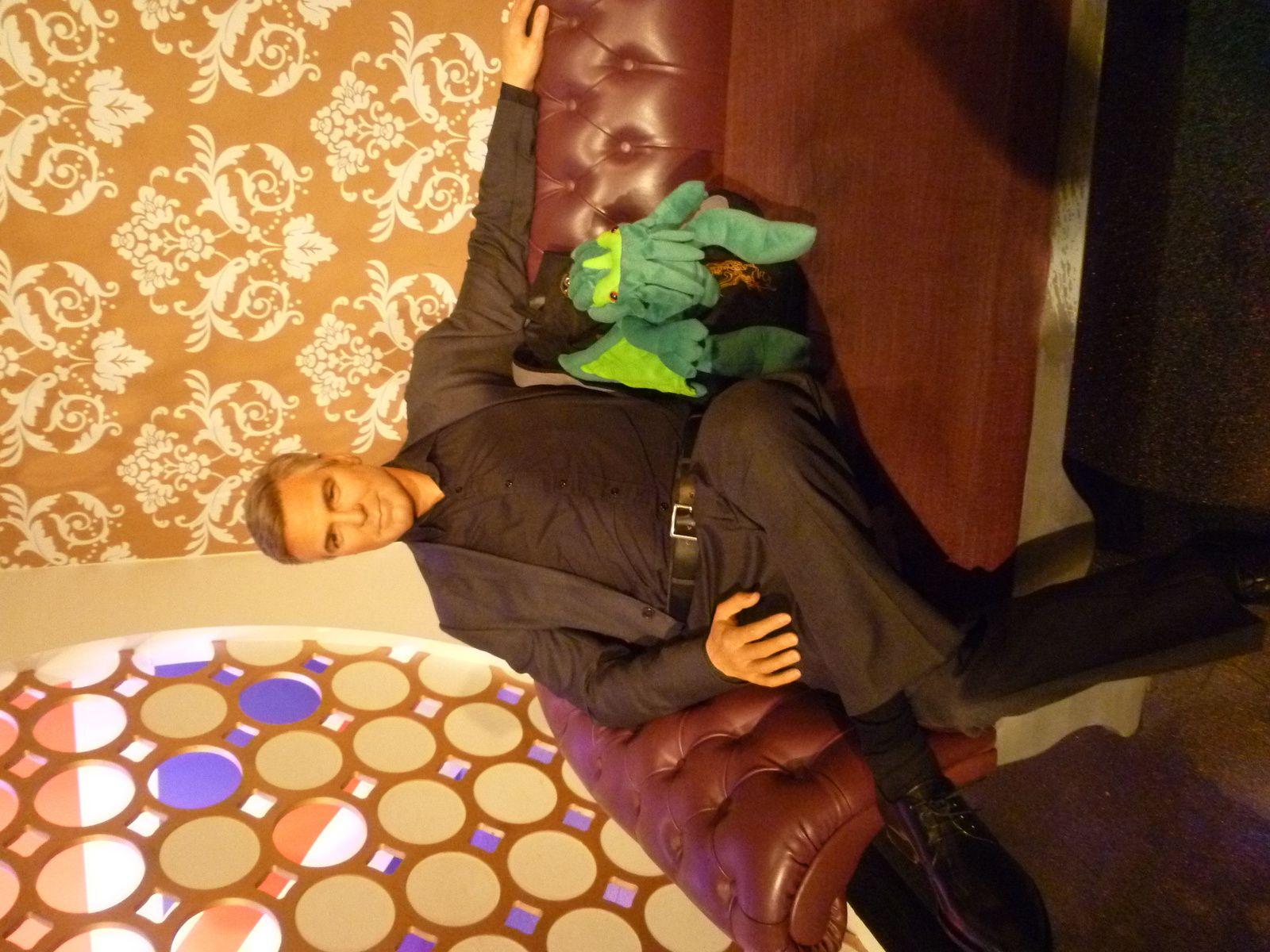 Cthulhu tente d'engager la conversation avec George Clooney...