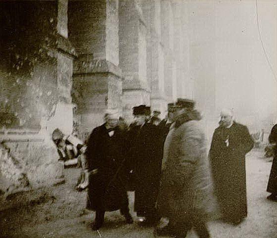 1919, M. Lloyd Geroge et Monseigneur le Cardinal Luçon