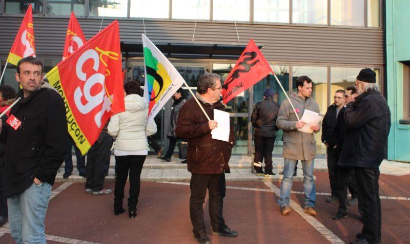 La délégation intersyndicale s'était donné rendez-vous devant le Conseil d'agglomération