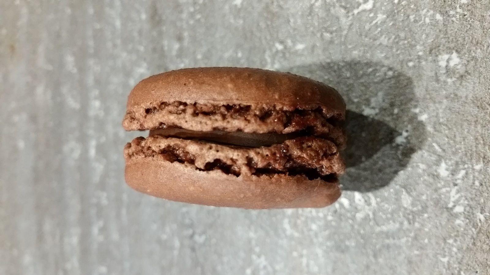 Macaron au chocolat de chez Hugo & Victor